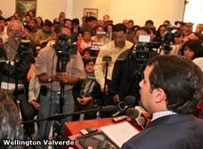 Simpatizantes de alcalde de AP insultan a medios