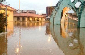 Cuenca afectada por desborde del río Tomebamba