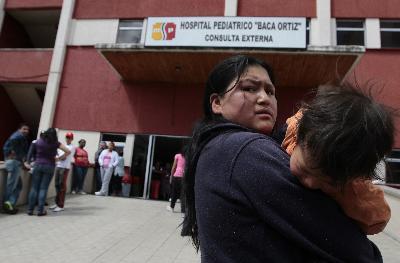 Los médicos del Baca Ortiz piden la salida de la directora