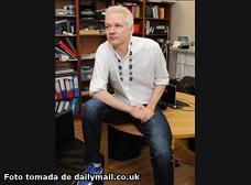 Julian Assange vive entre la incomodidad y el cebiche de pescado ecuatoriano