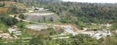 Colapsa depósito de desechos de mina; se teme contaminación en río