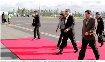 Rafael Correa y 41 delegados van a Europa