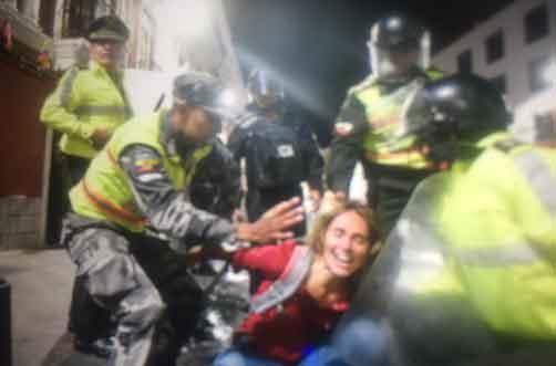 Periodista franco-brasileña fue detenida, agredida y se pide su deportación