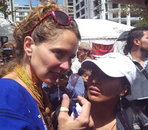 Periodista Manuela Picq decide irse de Ecuador esta tarde