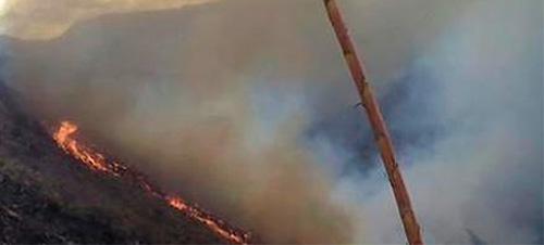 Fallecen dos bomberos combatiendo incendio en Puembo
