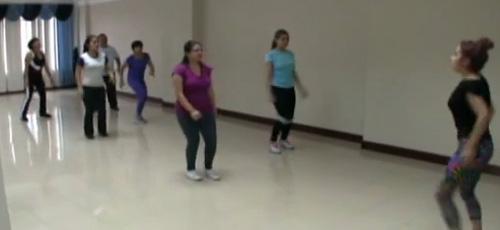 Funcionarios de Fiscalía de Loja realizan bailoterapia en horas laborables (Video)