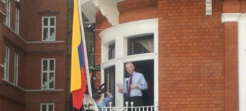 Assange seguirá viviendo en la embajada ecuatoriana