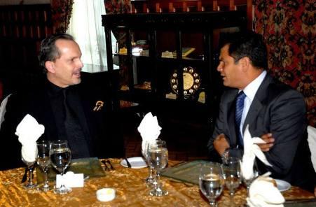 Rafael Correa y Miguel Bosé juntos en un almuerzo en Carondelet