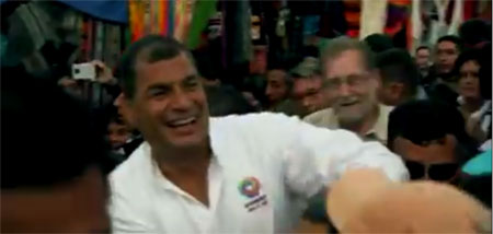 Ahora, Correa es guía de turismo (Video)