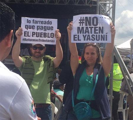 Manifestantes opositores asisten a la sabatina
