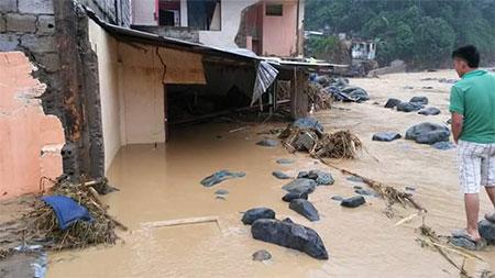 3 muertos por deslave e inundación en Alluriquín