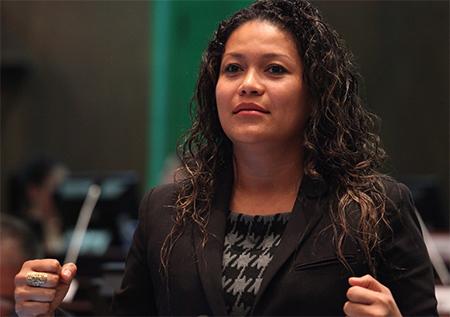 Suspenden a asambleísta Magali Orellana por decirle «inepta»  a Presidenta de Asamblea