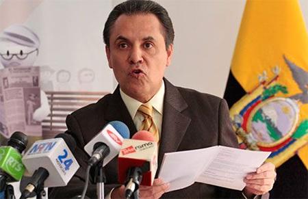 Carlos Ochoa ignorando que solo la Asamblea puede cambiar la Ley, lo hace él mismo