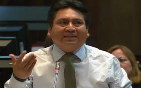 Asambleísta Cayambe, dice que la oposición atenta la estabilidad emocional y mental de burócratas (Video)