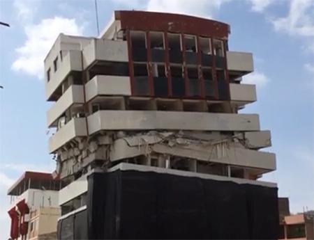 Así fue la demolición del edificio de la Mutualista Pichincha en Portoviejo (Video)