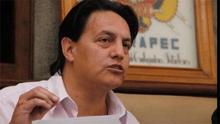 Ordenan embargo de bienes de Fernando Villavicencio para que pague a Correa