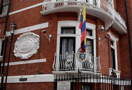 Un desconocido intentó ingresar en la madrugada a la embajada de Ecuador en Londres