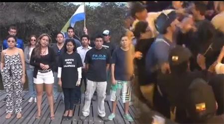 Galapagueños piden respeto tras ser agredidos durante visita de Correa (Video)