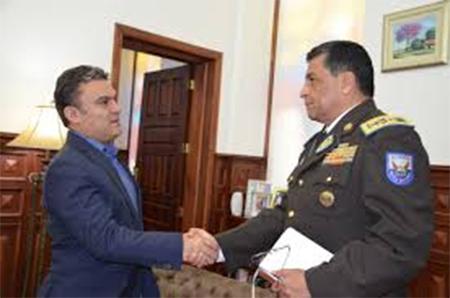 En la red de pases policiales estarían involucrados equipos de inteligencia, ministros y familia del presidente Correa