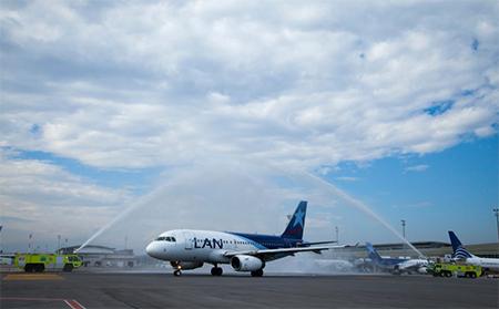 Aerolínea LAN inauguró vuelos Quito - Buenos Aires, mientras que Tame cerró esa ruta por «pocos pasajeros»