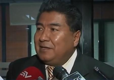 Según abogado, Ministro Serrano habría ofrecido beneficios a su cliente si se auto inculpa por tema de pases policiales irregulares