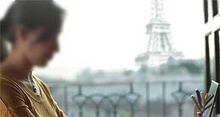 El comercial de la Década Ganada del gobierno ecuatoriano muestra una becaria en París, de cuya ventana se ve la Plaza de San Francisco