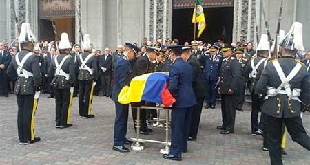 Con honores fue sepultado el expresidente Sixto Durán Ballén.