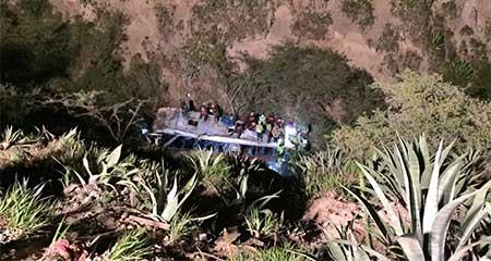 Bus interprovincial se precipitó al abismo en el sector de Oyacoto
