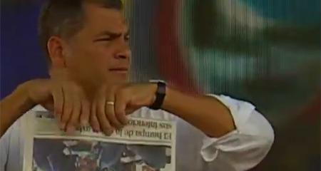 Correa rompió un ejemplar de diario Expreso en su sabatina por publicar nota de corrupción petrolera