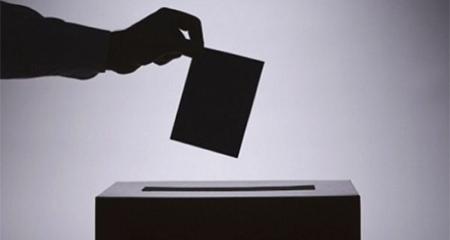 Miles de ecuatorianos consultan la web del CNE por si tienen un familiar fallecido en el padrón electoral