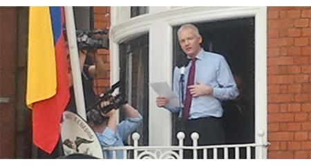 Guillermo Lasso le da un mes a Julián Assange para dejar la embajada ecuatoriana, en caso de ganar elecciones