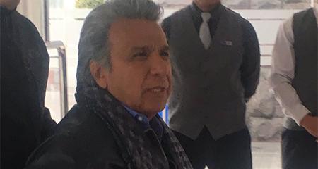 Lenin Moreno afirma que lanzar atunes contra la sede de CREO es parte de la libertad de expresión