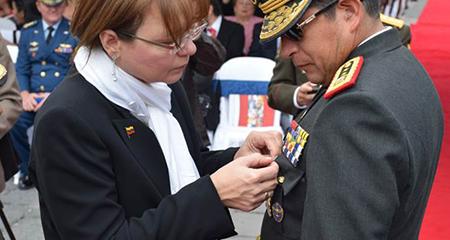 Comandante del ejército,Edison Narváez, tiene trayectoria de intercambio con Ejército Bolivariano