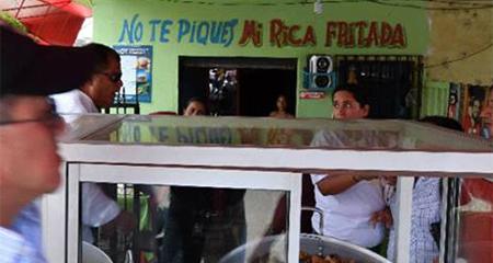 Correa detiene la caravana presidencial para increpar a ciudadano que le habría hecho una mala seña