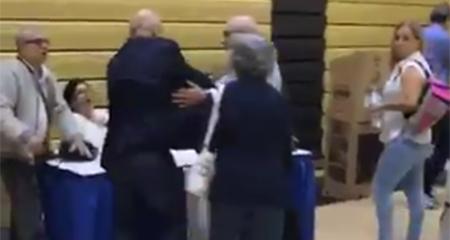 Reportan que Cónsul de Miami obstaculiza inicio de votación con violencia (Video)