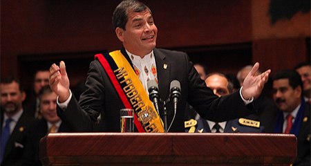 Correa podría quedarse hasta con la banda presidencial