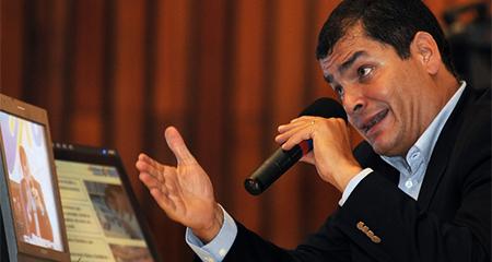 Correa ataca a Monseñor Eugenio Arellano
