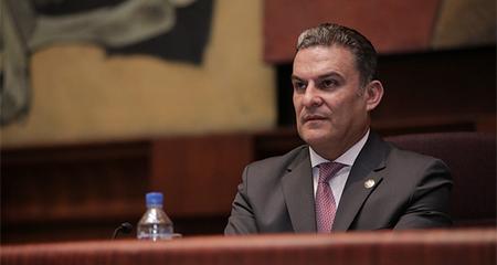José Serrano llegó a la presidencia de la Asamblea. Existieron 26 votos de abstención de la oposición