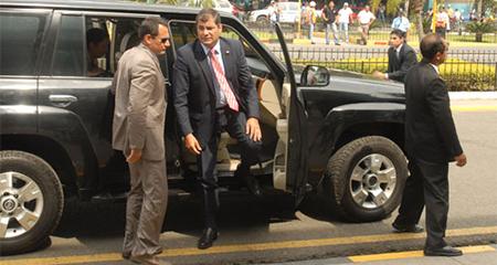 Tras su salida de la presidencia, Rafael Correa se mantiene protegido por 21 hombres, 24 horas al día