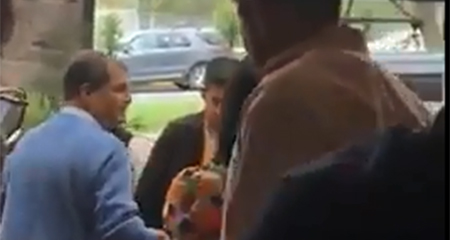Expulsan a Rafael Correa de un restaurante (Video)