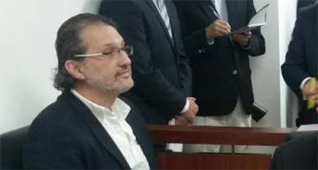 Periodista Martín Pallares es declarado inocente tras demanda de Correa