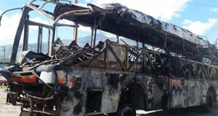 14 muertos y 26 heridos en bus envuelto en llamas en la Alóag-Santo Domingo