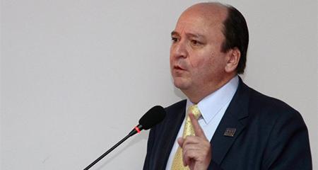 Fiscal dice que no puede impedir que Glas salga del país