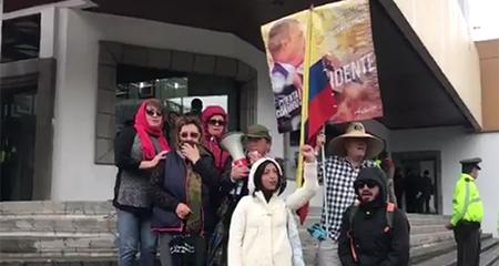 7 simpatizantes de Jorge Glas demuestran su apoyo en los exteriores de la Corte Nacional (Video)