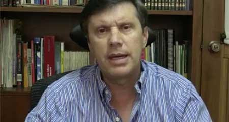 Fiscalía presentará cargos en contra de comunicador por opinar en tarima