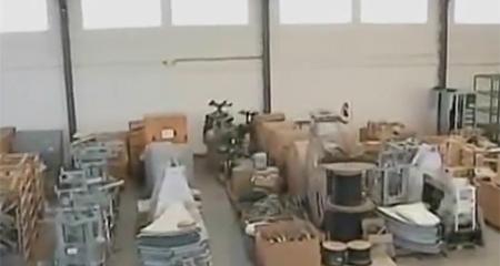 Descubren equipos de canal público EcuadorTv abandonados en una bodega