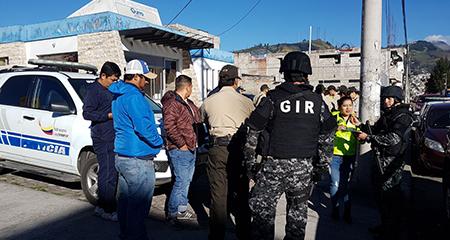 Detienen a presunta banda delincuencial, conformada por policías y autoridades (Video)
