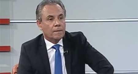 A Carlos Ochoa le tocará disculparse en público