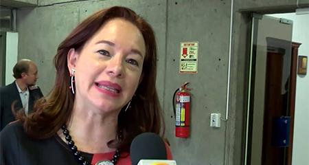 Canciller Ma. Fernanda Espinosa cree que no debe haber injerencia en crisis venezolana