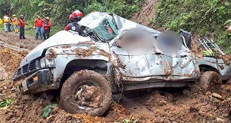 4 fallecidos en la vía Calacalí - La independencia por deslizamientos de tierra